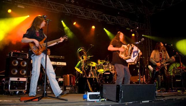 Musiker auf einer Bühne